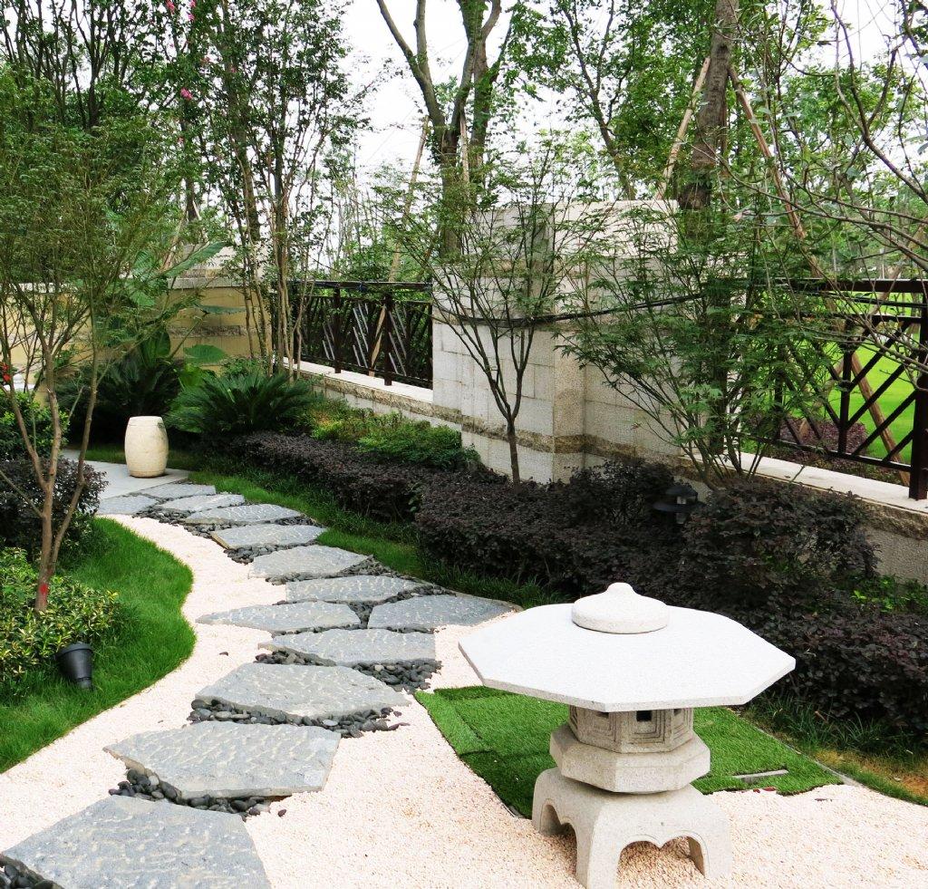 现代中式别墅庭院设计图片